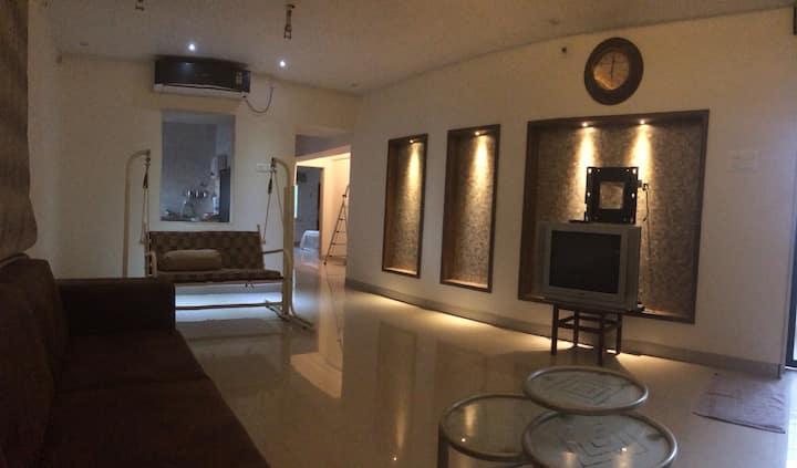Elegant flat in Alkapuri. Safe & posh locality.