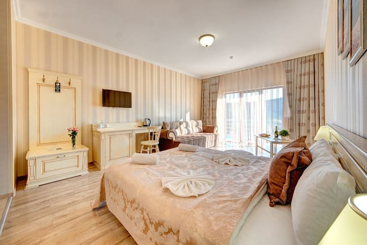 Deluxe Suite with  breakfast and Spa Access