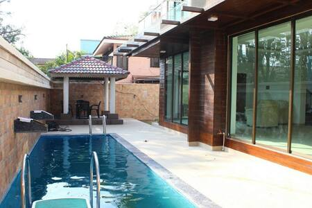 Bungloguru - Stylish Private Pool 3BHK bungalow - Lonavala