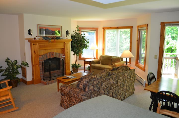 2 BR 2 BA Ski-in/out Village Condo on Jay Peak