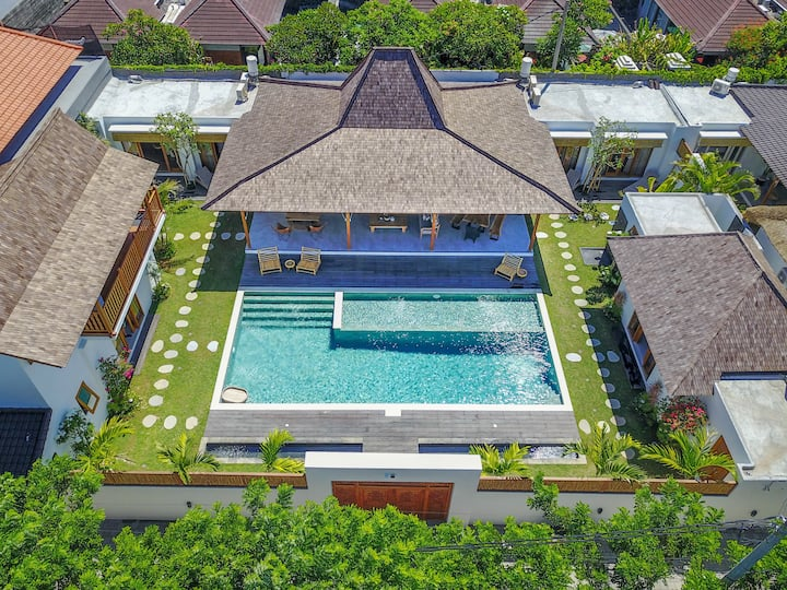 Family SAFE 5 BD villa in the heart of Seminyak