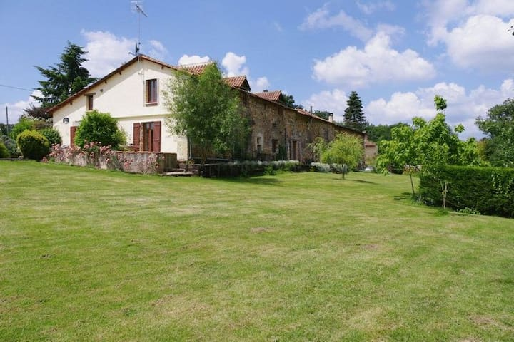 Luxury 16th Century Dordogne Farmhouse - Sourzac - Huis