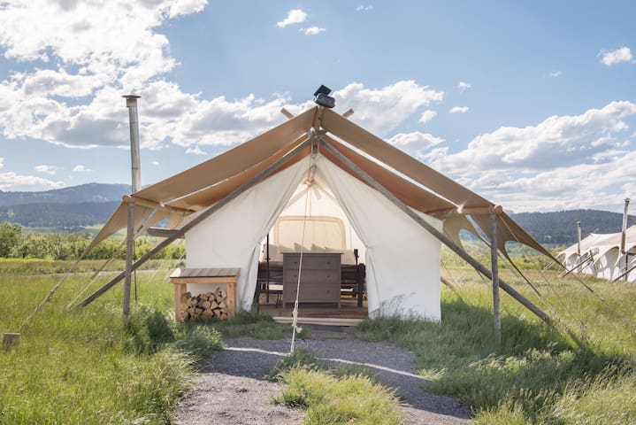 Under Canvas Yellowstone - Safari with King Bed - West Yellowstone - Tent