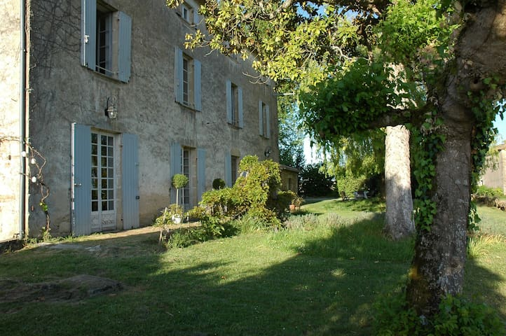 Spacious country family home & pool - Mesterrieux - Talo