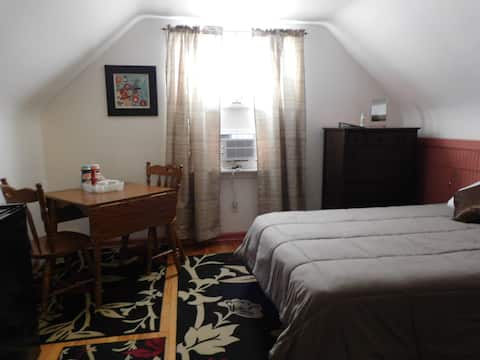 Cozy Private Room #4, Near Pgh, Shell, Airport