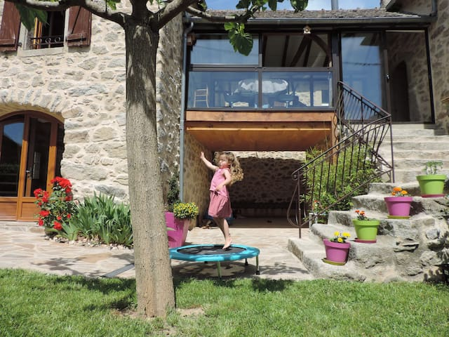 Charmante petite maison avec SPA gonflable