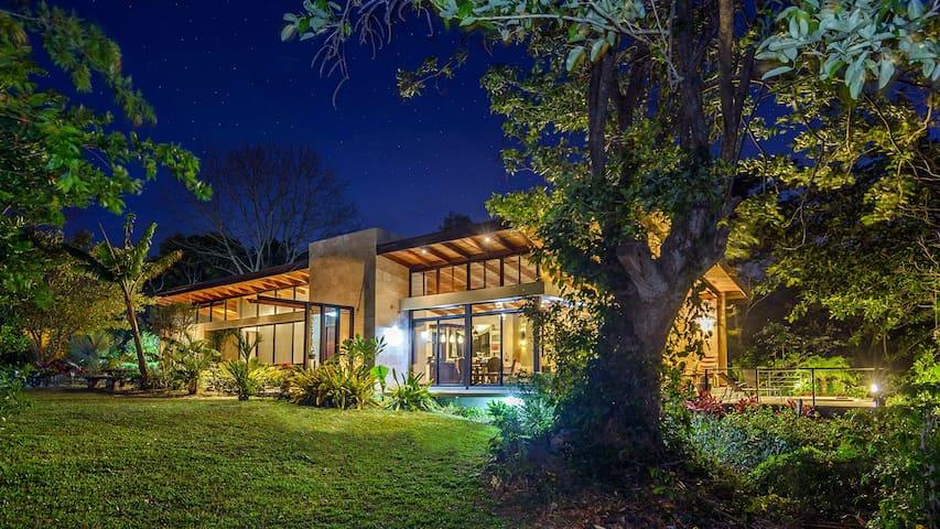 Casa Arazari - Atenas - Hus