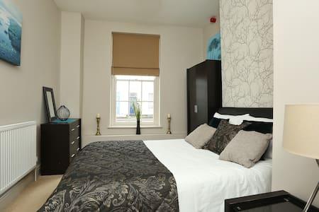 Apartment in the heart of Cheltenham/ Parking