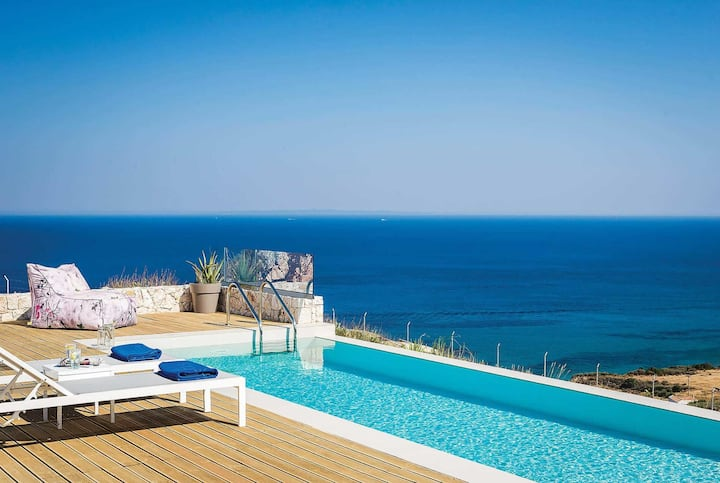 Lux cliff top position with spectacular sea views