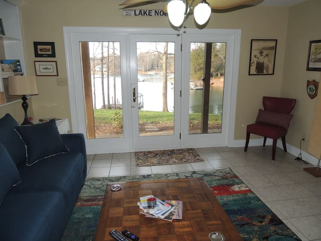 LakeFront Docks Apartment with Boat Dock