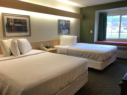 2 Queen Beds, Accessible,  on  Carlyle Lake