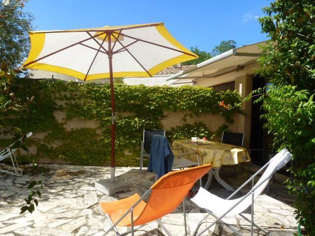 jolie maison dans résidence privée - Arpaillargues-et-Aureillac - House