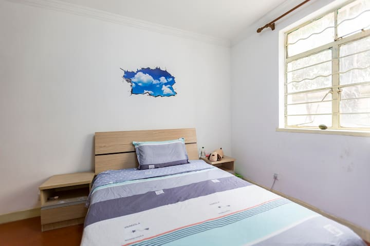 Quiet and Clean Room in Lujiazui
