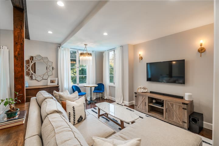 Attached Apartment in Spanish Style Pasadena Home