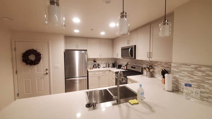 Central location* fast WiFi* spacious apartment