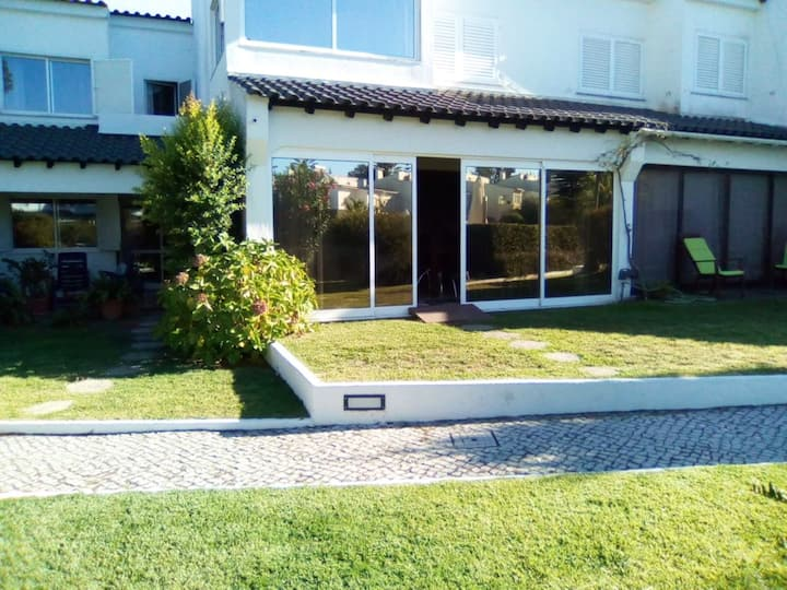 House with 4 bedrooms in Corroios, with shared pool, enclosed garden and WiFi - 4 km from the beach