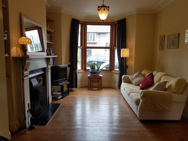Double room in lovely, Victorian terrace.