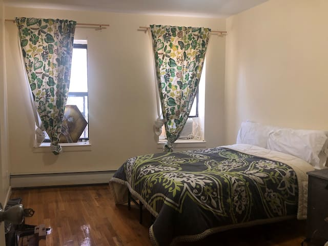 Chill Bedroom 1st Floor Walkup Crown Heights