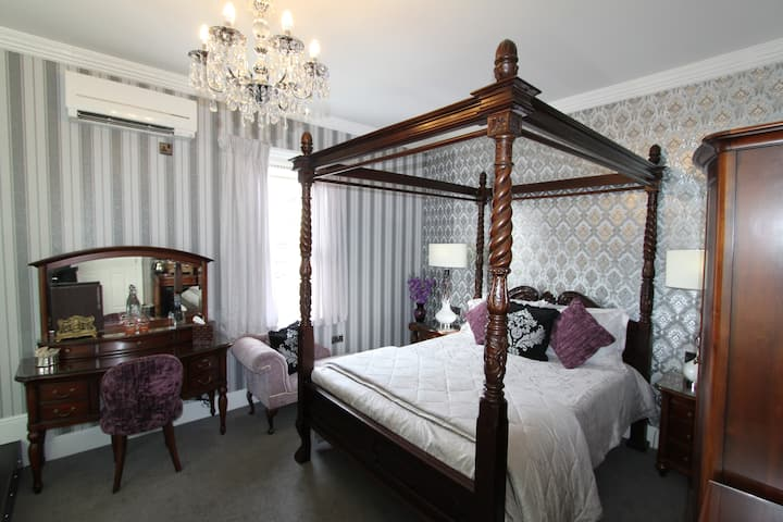 Four Poster Queen Anne KING SPA