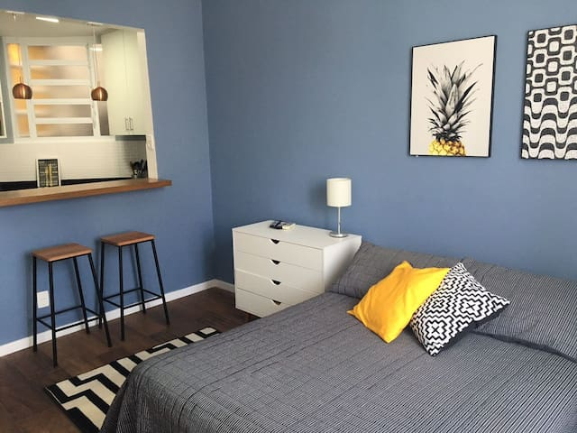 (Renewed) Lovely studio with great location