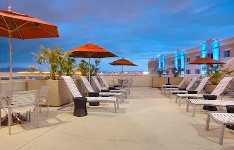 1 Bdrm 1 Bath By MGM w/Kitchen, Amenities & Views