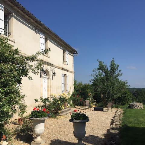 Maison 10km St Emilion - Lugaignac - Hus