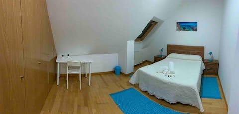 Habitacion azul privada en acogedor apartamento