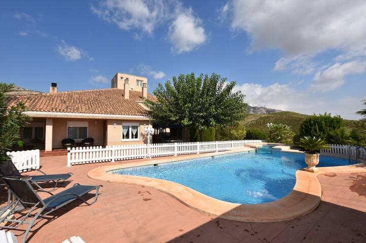 La Torreta de Gormaig, chalet con piscina