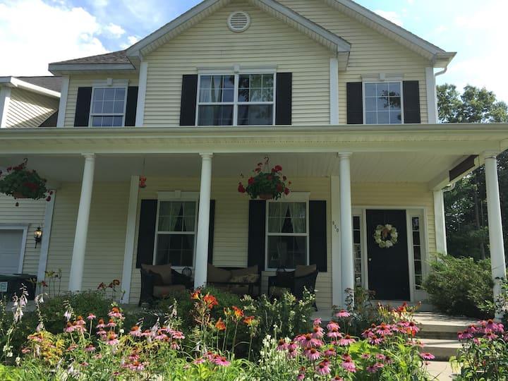 Cozy Saratoga Springs Home
