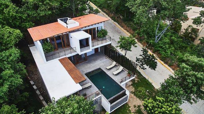 Maison d'architecte vue incroyable sur mer
