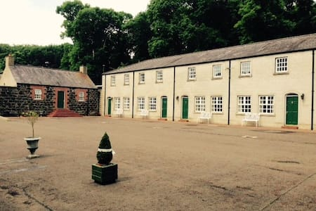 Ballyscullion Park Courtyard Cottages - Bellaghy - Rumah