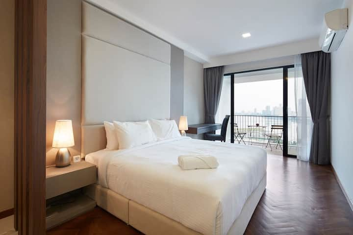Sunrise Seaview Premier Suite w/ Balcony槟城海景公寓