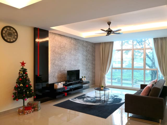 Chillax @ Cornerstone Condominium - 3BR