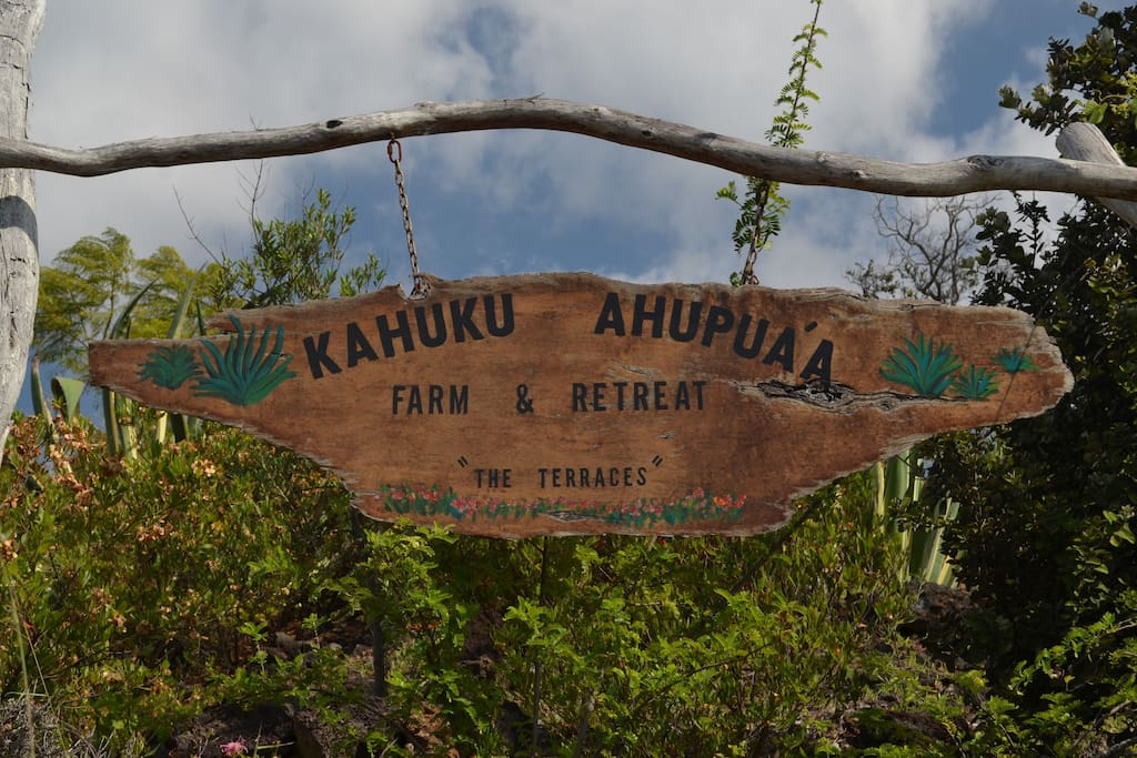 Sign at the farm's entrance