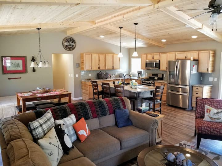 BRAND NEW Prime location 10 private acres sleeps 6