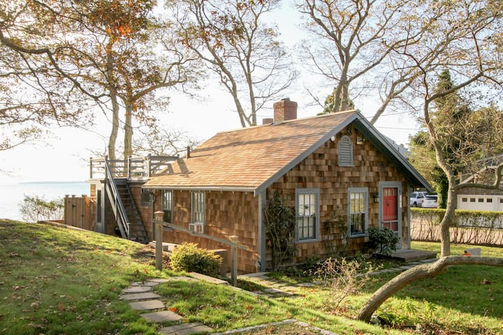 Woods Hole Cottage by the Sea