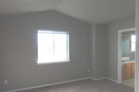 Private room/bath off I-25 *cat* - Fort Collins - Reihenhaus