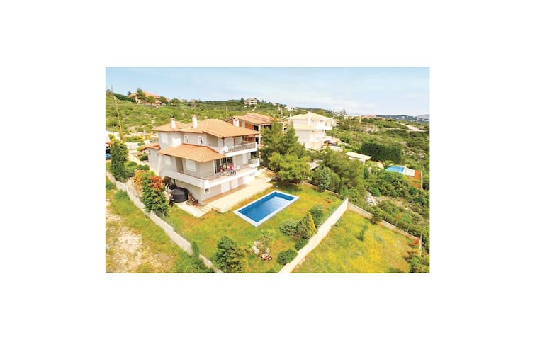Holiday cottage with 5 bedrooms on 217 m² in Agios Ioannis Theolo.