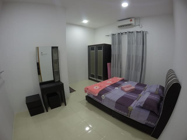 Firdaus Homestay |Shared Swimming Pool |Free WIFI