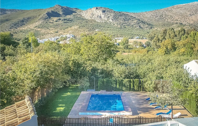 Holiday cottage with 5 bedrooms on 223m² in Zagrilla Baja