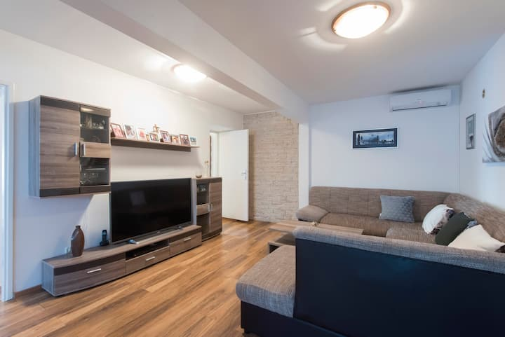 Apts Dona - Two Bedroom Apartment with Terrace