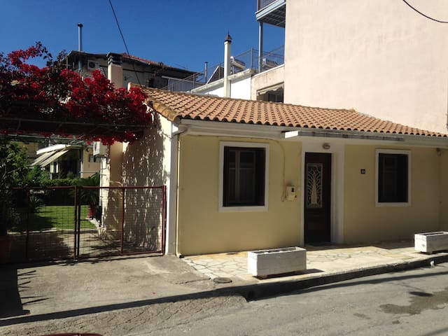 SUMMER HOUSE IN CENTRE OF LEFKAS - Lefkada - Hus