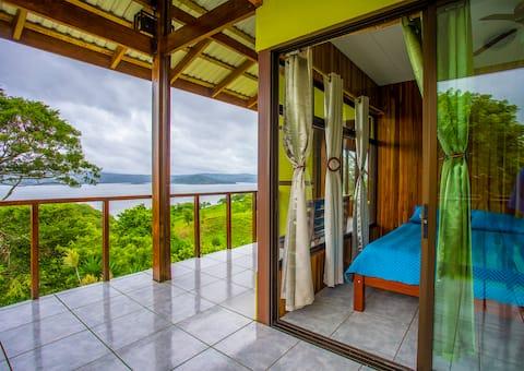 Cabin in Lake Arenal: 2 floors, 9 people & VIEWS.