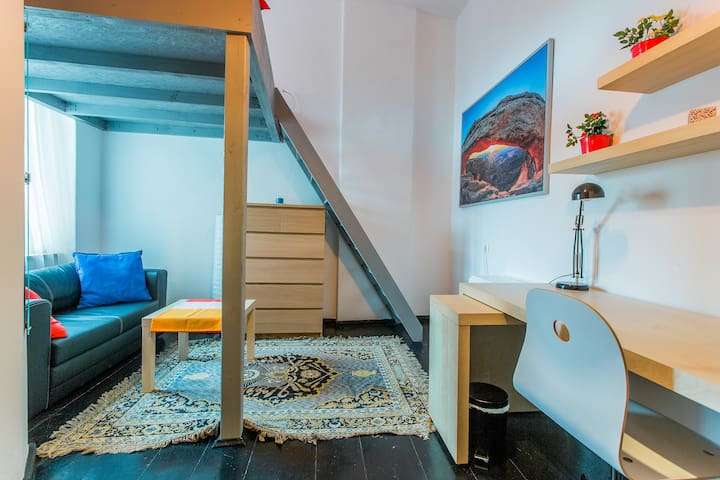 spacious room with entresole! nr 6 - Wrocław - Appartement