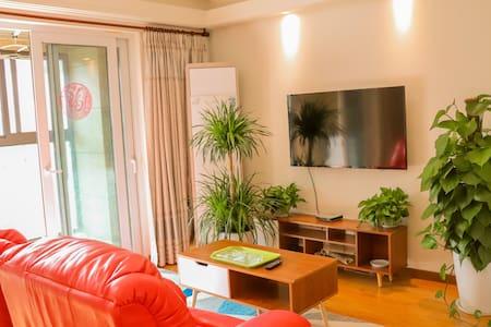 【爱的骐骥】宜家木质风格.两室两厅/可住4大2小/上海海昌公园/临港大学城/滴水湖附近