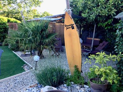 Het jacuzzistro en het zwembad in de buurt van Bordeaux.