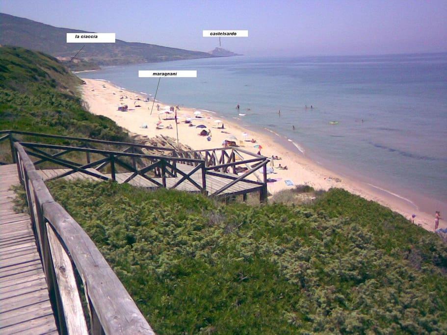 Scale per accedere alla spiaggi a due passi dall'alloggio