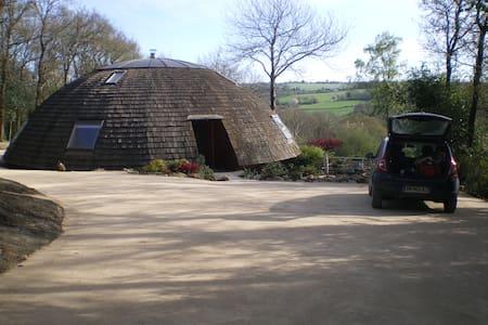 Maison ronde écologique en bois - Plougonven - Дом