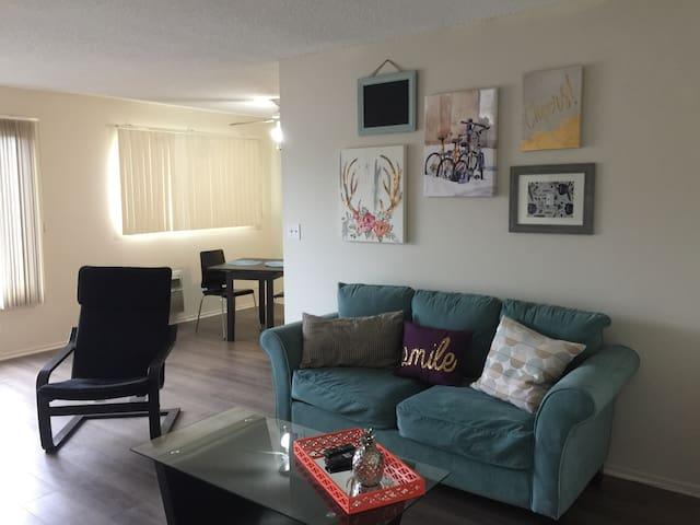 Cozy 1BR with parking near CSUN - Los Angeles - Apartament
