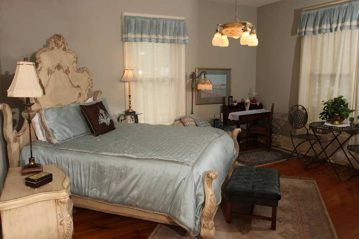 The Master Suite - Apple Tree Lane Bed & Breakfast